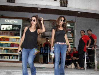 Malaika Arora, Amrita Arora snapped post salon session in Bandra