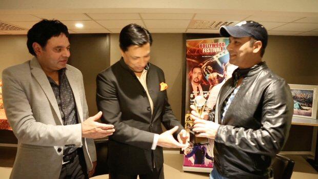 Madhur Bhandarkar awards Faridoon Shahryar for excellence in journalism at Bollywood Festival Norway1