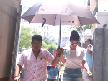 Jacqueline Fernandez snapped house hunting in Bandra