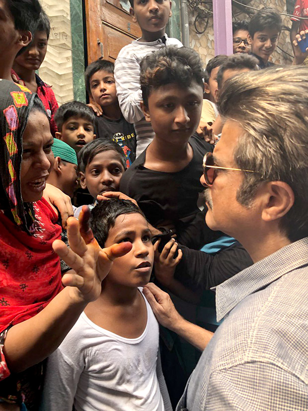 WOW! Anil Kapoor spreads the message of Swacch Bharat in his childhood locality Chembur