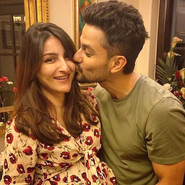 Check out Kunal Khemu gives a sweet kiss to Soha Ali Khan on her birthday