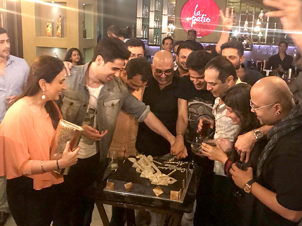 Check out Sidharth Malhotra and Manoj Bajpayee party hard at the Aiyaary wrap-up party (3)