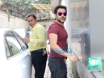 Emraan Hashmi snapped at Vishesh Films office