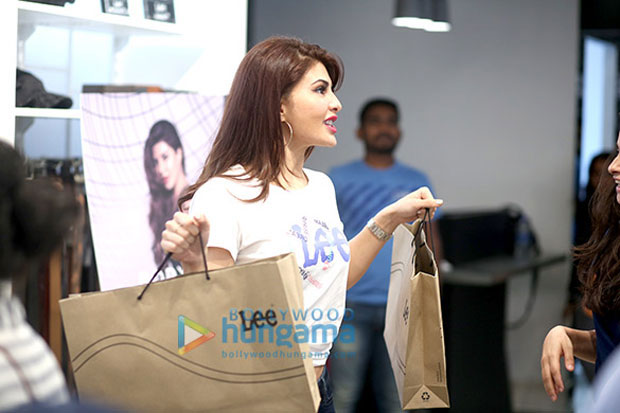 Jacqueline-Fernandez-brings-her-vivacious-self-at-the-launch-of-the-new-collection-of-Lee-denims!-3