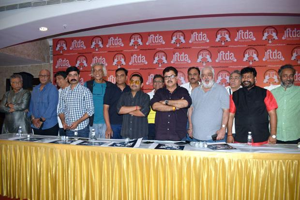 Sanjay Leela Bhansali has been treated like someone who has no sense of responsibility, IFTDA supports Padmavati makers11 (1)