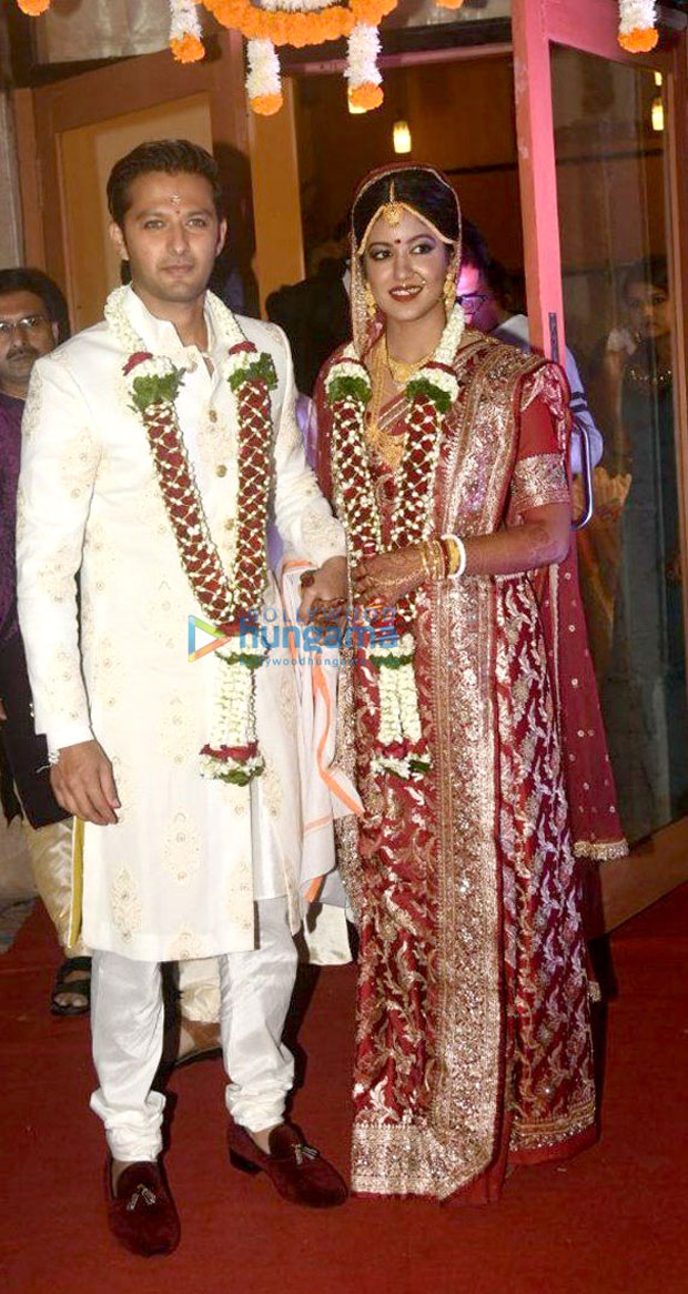 Vatsal-Seth-and-Ishita-Dutta-pose-after-their-wedding--(3)