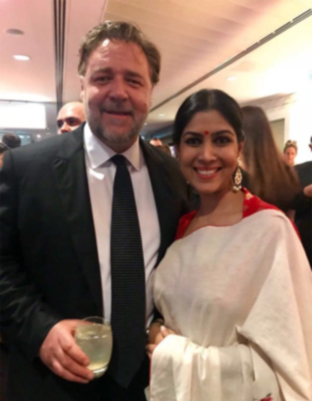 Check out Sakshi Tanwar hugs Russell Crowe while receiving Best Asian Film Award for Dangal (2)