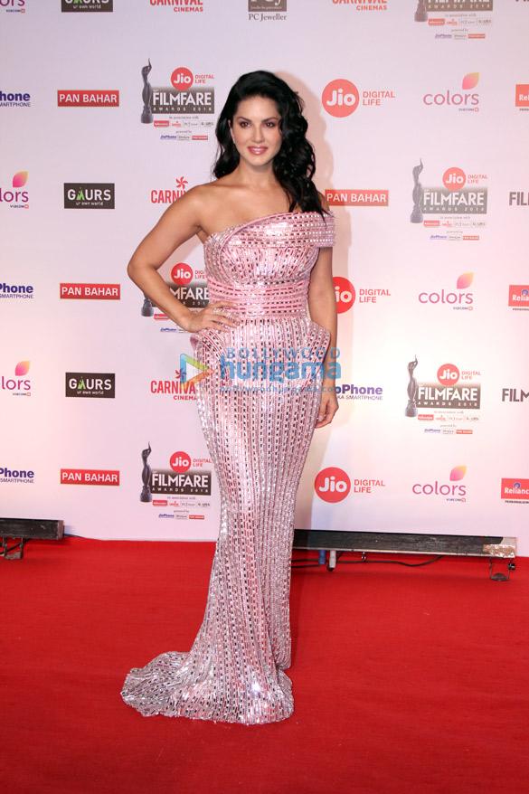Celebs attend the 63rd Jio Filmfare Awards (8)