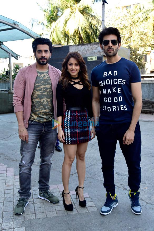 Kartik Aaryan, Sunny Singh Nijjar and Nushrat Bharucha spotted in Andheri