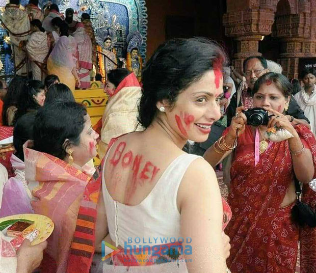 The smiling face of Sridevi during this Durga Pooja ritual will make you miss her even more!