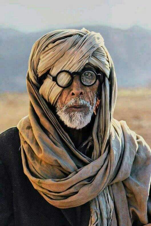 Amitabh Bachchan's Thugs of Hindostan leaked photo is FAKE; here's the truth behind it