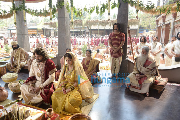 Amitabh Bachchan shares his intense looks as he begins shooting for Chiranjeevi's Sye Raa Narasimha Reddy
