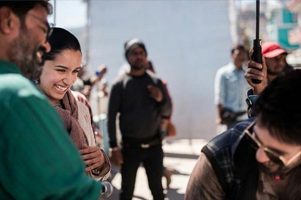 Batti Gul Meter Chalu: Shahid Kapoor and Shraddha Kapoor share a HUG on the sets in Tehri