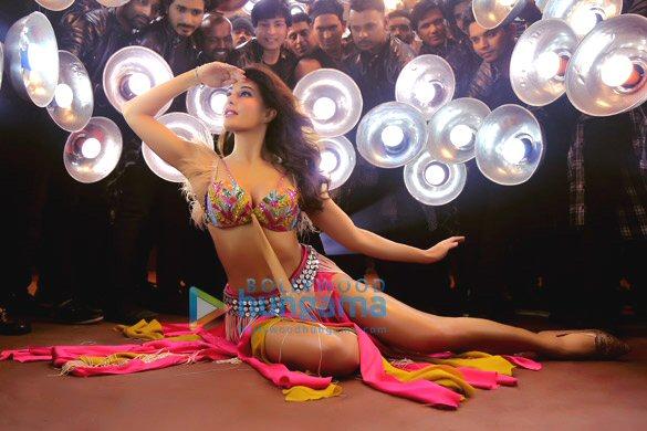 HOT! Jacqueline Fernandez's SIZZLING avatar from Baaghi 2's Ek Do Teen will make you go Dhak-Dhak