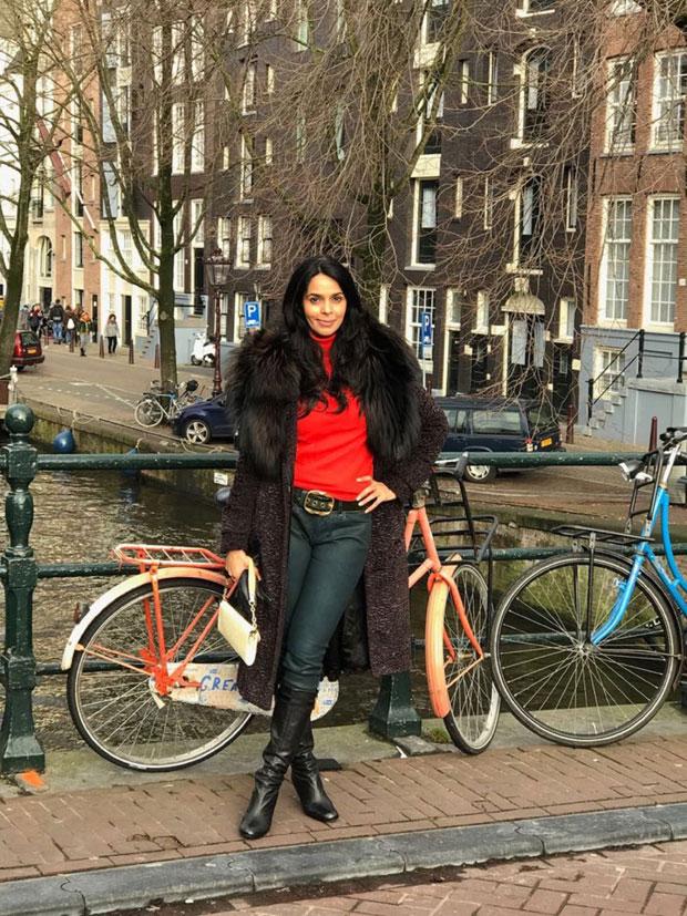 Here's how Mallika Sherawat relived Shah Rukh Khan, Kajol starrer Dilwale Dulhania Le Jayenge