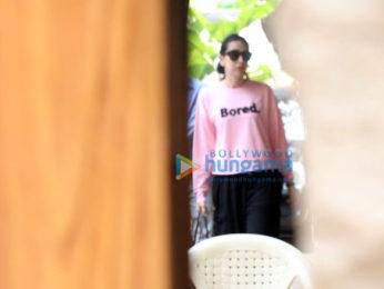 Kareena Kapoor Khan and Karisma Kapoor spotted at Bandra