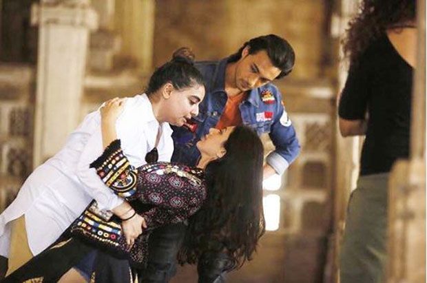 Loveratri actors Aayush and Warina shoot their first song in Gujarat with Vaibhavi Merchant