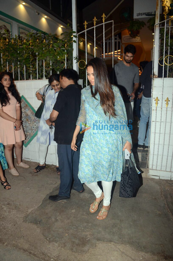 Shahid Kapoor and Mira Rajput snapped with brother Ishaan Khatter in Juhu