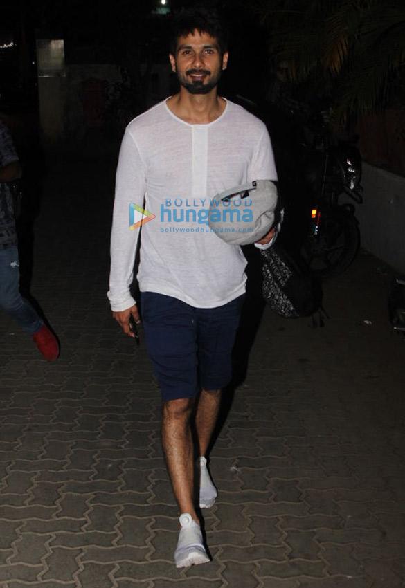 Shahid Kapoor snapped at Rakeysh Omprakash Mehra's office