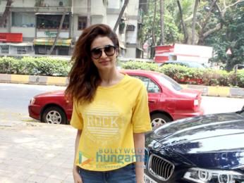 Shilpa Shetty and Karishma Tanna spotted at Kromakay salon in Juhu