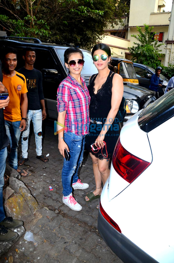 Shruti Haasan and Akshara Haasan spotted at a cafe in Bandra