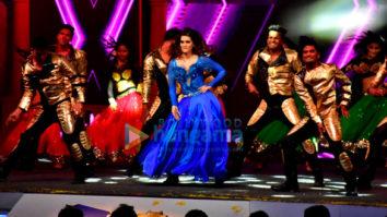 Sidharth Malhotra, Kriti Sanon and Madhuri Dixit perform at Mumbai T20 opening ceremony