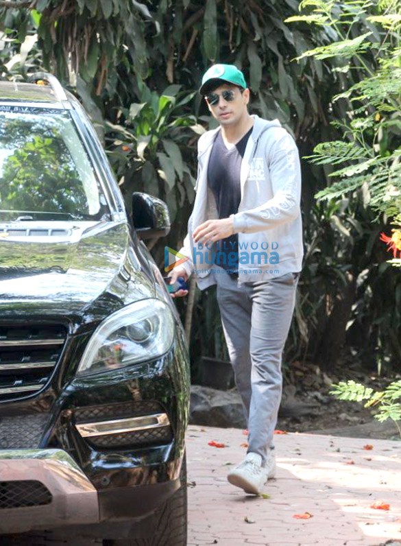 Sidharth Malhotra spotted at dance class in Bandra