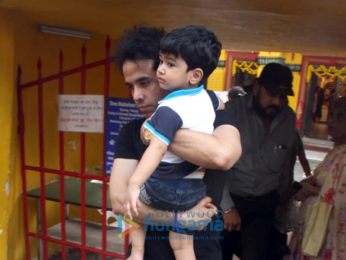 Tusshar Kapoor snapped at a temple in Juhu