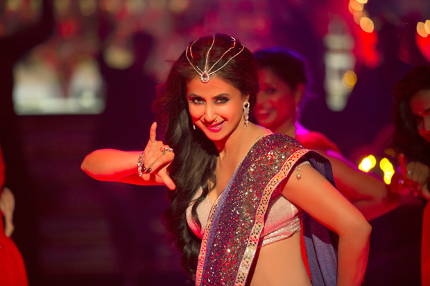 Urmila Matondkar sizzles as 'Bewafa Beauty' in Irrfan Khan starrer Blackmail