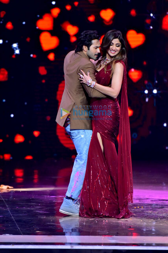 Varun Dhawan snapped on the sets of the show Super Dancer 2 | Varun