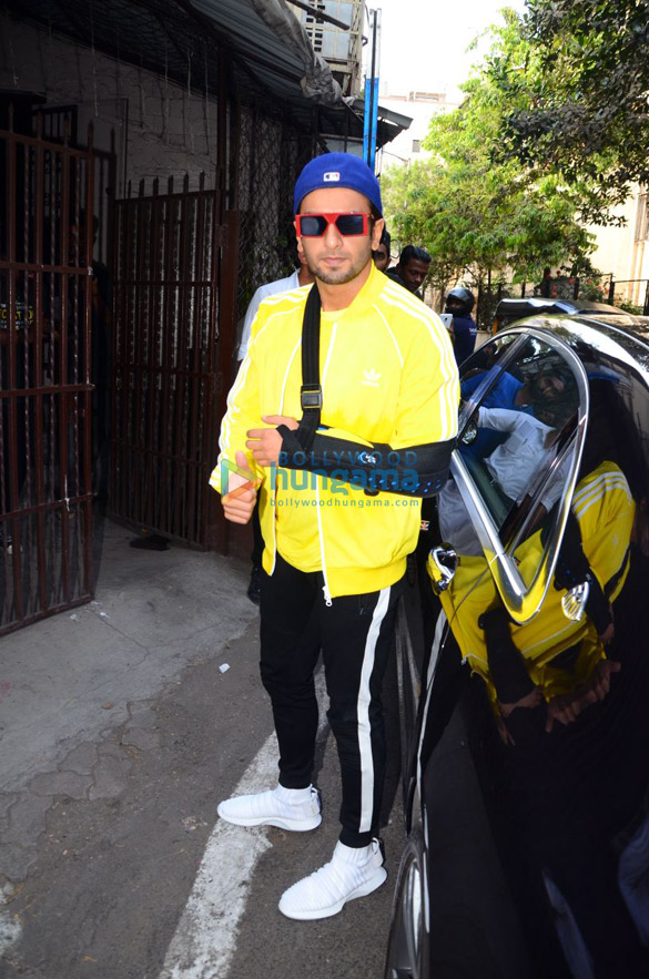 SPOTTED! Injured Ranveer Singh continues with Gully Boy and here's the proof