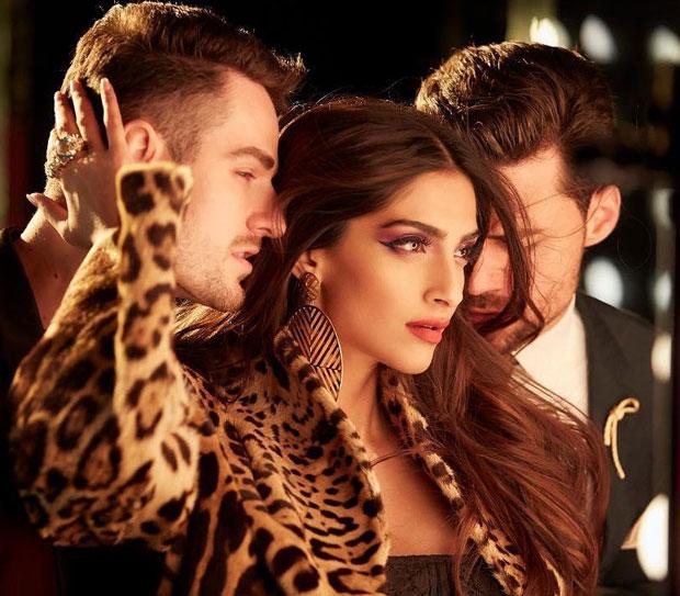 Veere Di Wedding Kareena Kapoor Khan And Sonam Kapoor Unleash Their Inner Sexy In New -8855