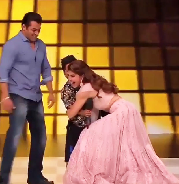 Salman Khan and Jacqueline Fernandez TROLLED for forcing a child to hug without his consent