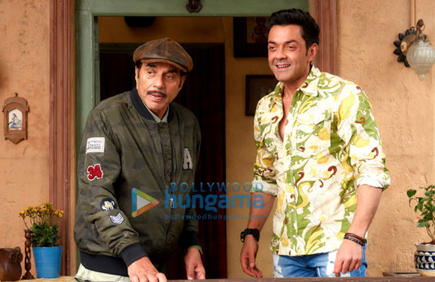 Bobby Deol recreates his father Dharmendra's most iconic scene from Sholay in Yamla Pagla Deewana 3