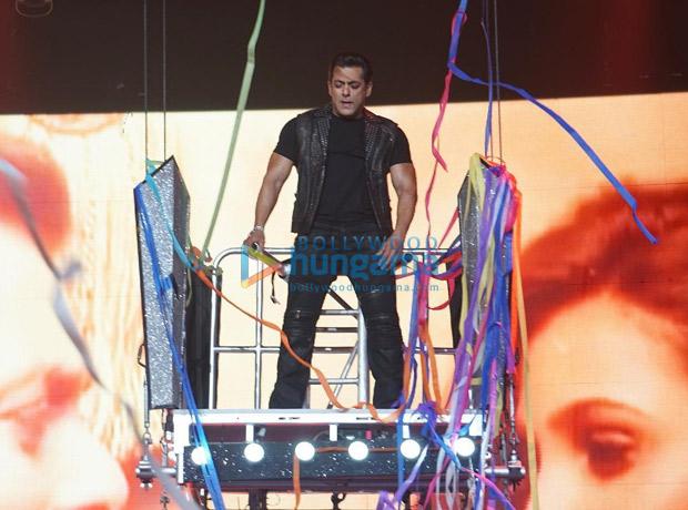 WATCH: Salman Khan and Katrina Kaif enthrall with a 'Mashallah' performance at Da-Bangg Tour in Atlanta