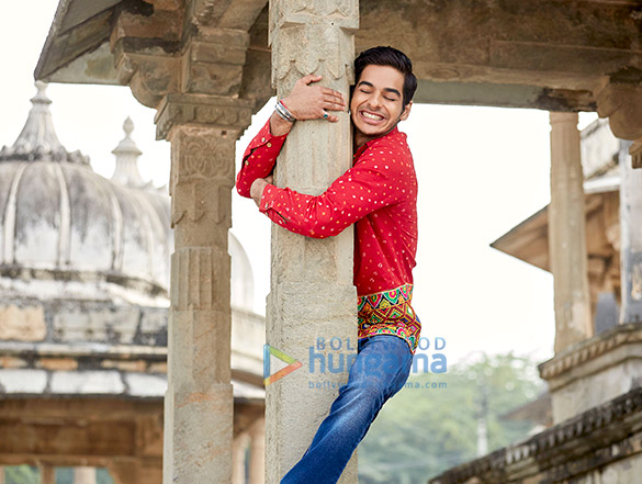 Ishaan Khatter's red shirt Pehli Baar' song from Dhadak was made out of four lehengas