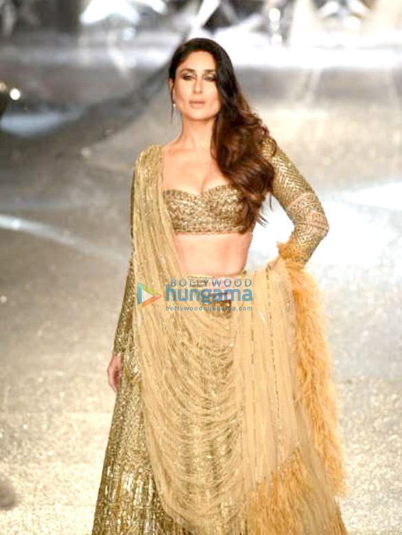 Kareena Kapoor Khan for Falguni and Shane Peacock at India Couture Week 2018 (7)