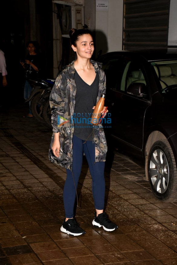 Alia Bhatt snapped after dance rehearsals in Andheri