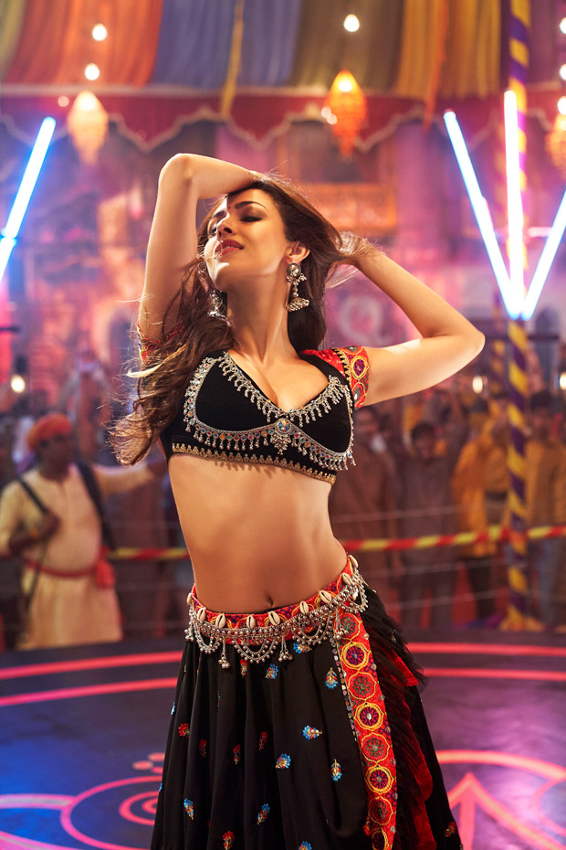 CHECK OUT: Malaika Arora's HOT new item number 'Hello Hello' from Pataakha