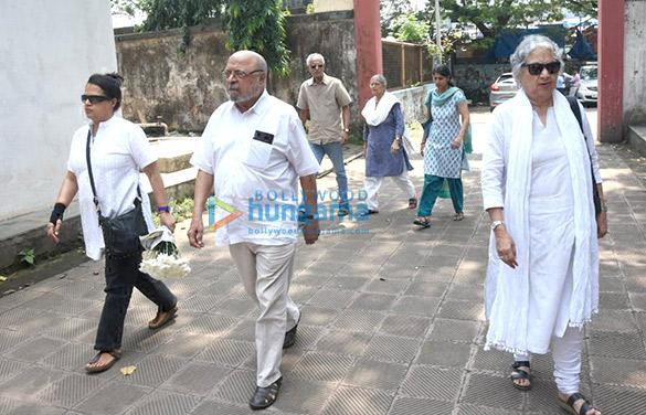 Celebs pay respects at last rites of Kalpana Lajmi