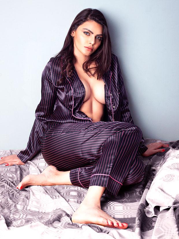 HOT! Kamasutra 3D actress Sherlyn Chopra goes TOPLESS again (see pic)