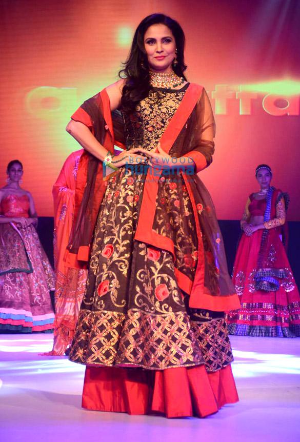 Lara Dutta Walks The Ramp For Sasmira S Enchante 2018 College Fashion Show 5 Lara Dutta Images Bollywood Hungama