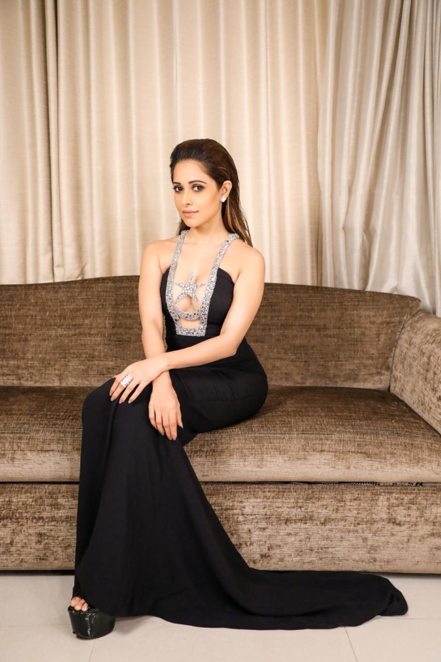 Nushrat Bharucha for GQ Awards 2018 (2)