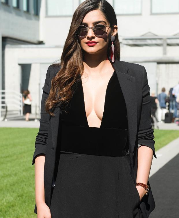 Sonam Kapoor at Milan Fashion Week 2018 for Giorgio Armani (2)