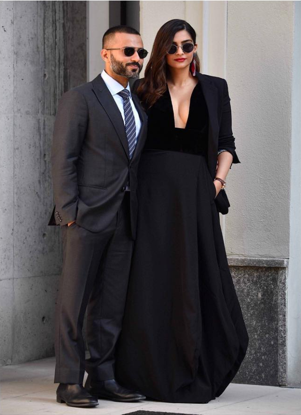 Sonam Kapoor at Milan Fashion Week for Giorgio Armani (4) (1)
