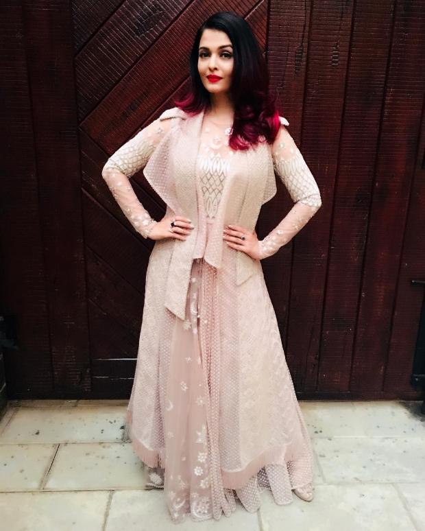 Aishwarya Rai Bachchan in Tarun Tahiliani for a Breast Cancer Awaress Initiative (3)