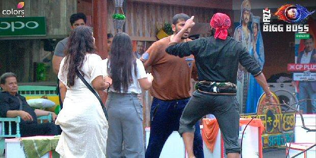 Bigg Boss 12 highlights Nehha Pendse gets PHYSICAL with Saba Khan, Karanvir and Romil get into bitter fight
