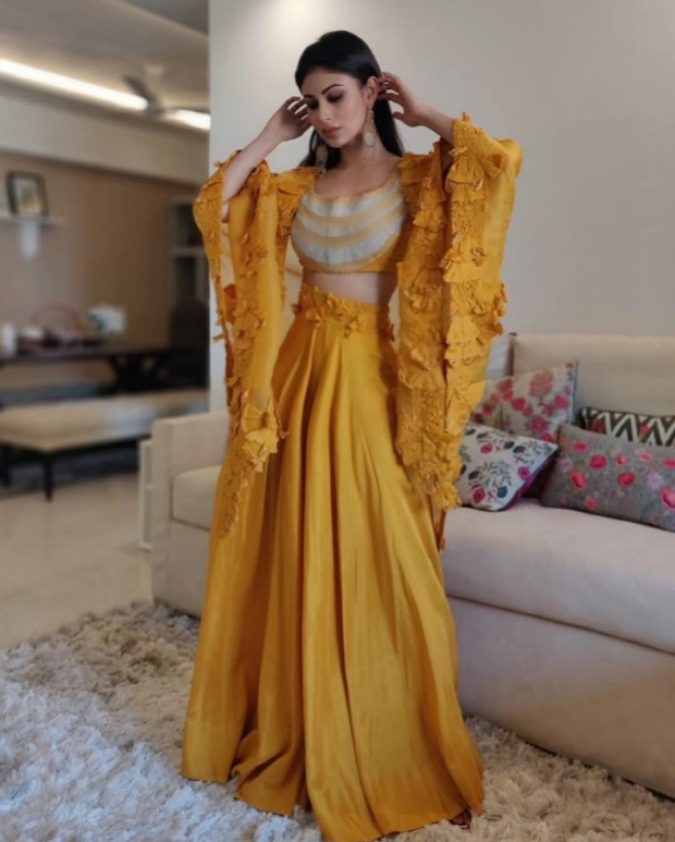Mouni Roy in Anamika Khanna for MAMI 2018 Brunch (2)