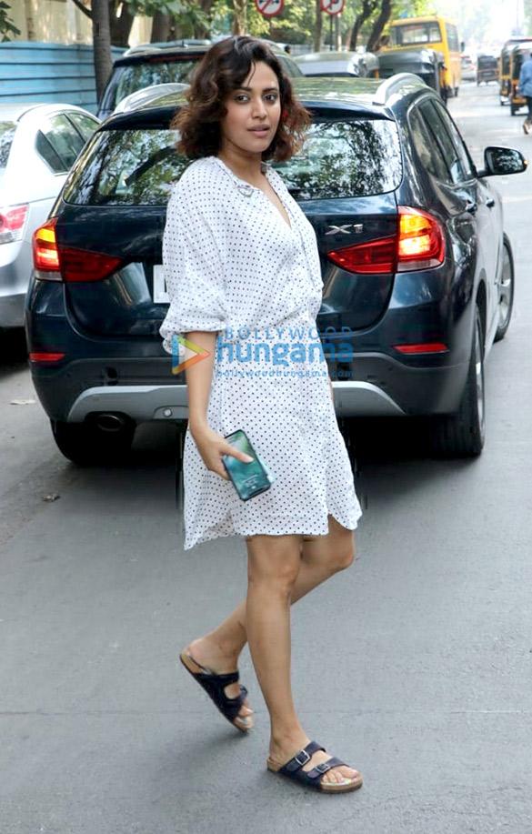 Swara Bhaskar spotted at Amrapali store in Juhu