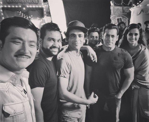 BHARAT: Salman Khan, Disha Patani Ali Abbas Zafar and others pose for a Diwali selfie on sets